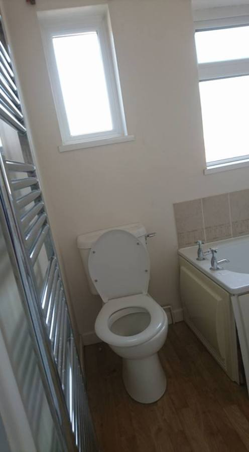 New shower, screen, vanity toilet, basin and free standing bath 3