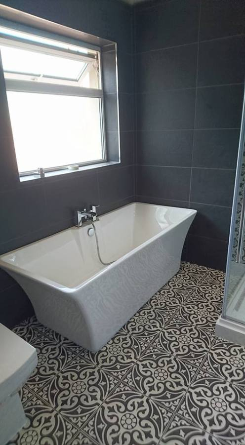 New shower, screen, vanity toilet, basin and free standing bath 8